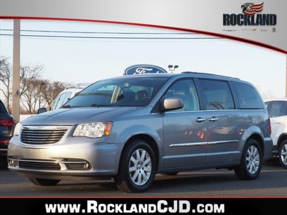 Used 2016 Chrysler Town & Country Touring - 545186828