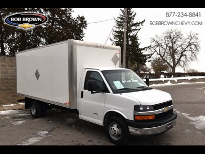 Used 2017 Chevrolet Express 4500 Extended - 532852777