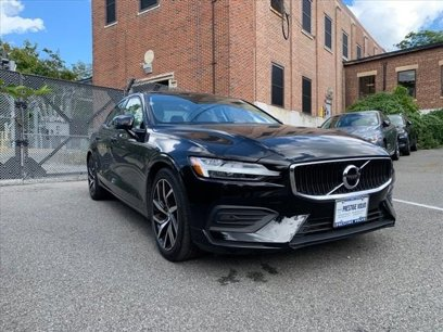 Certified 2019 Volvo S60 T6 Momentum AWD - 561669332