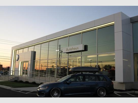 Used 2011 Hyundai Accent Hatchback w/ Premium Pkg 3