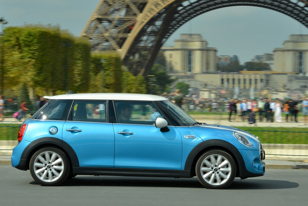 2015 MINI Hardtop 4 Door: Paris Auto Show