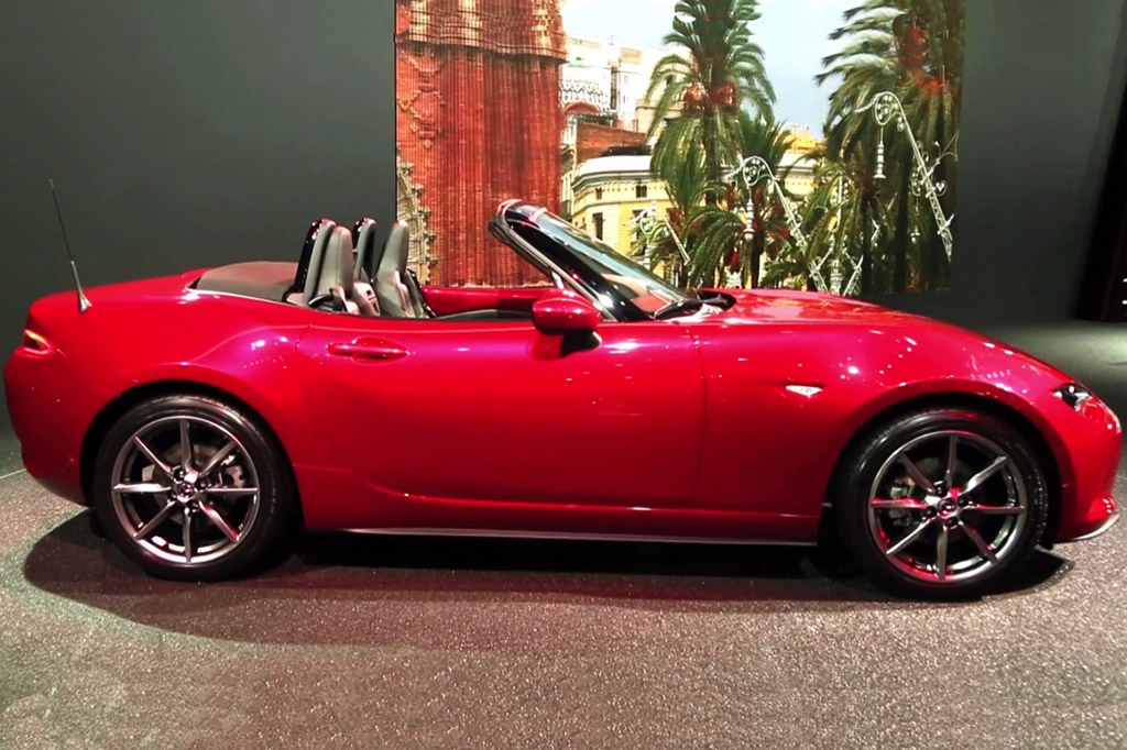 2016 Mazda MX-5 Miata: Paris Auto Show - Video