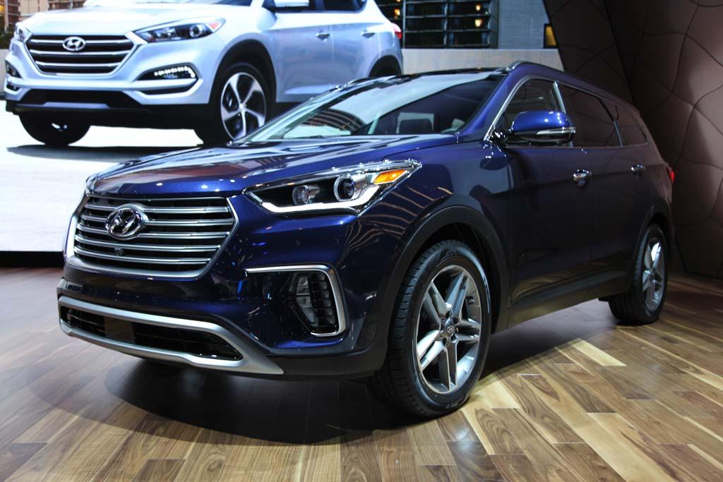 2017 Hyundai Santa Fe and Santa Fe Sport: Chicago Auto Show