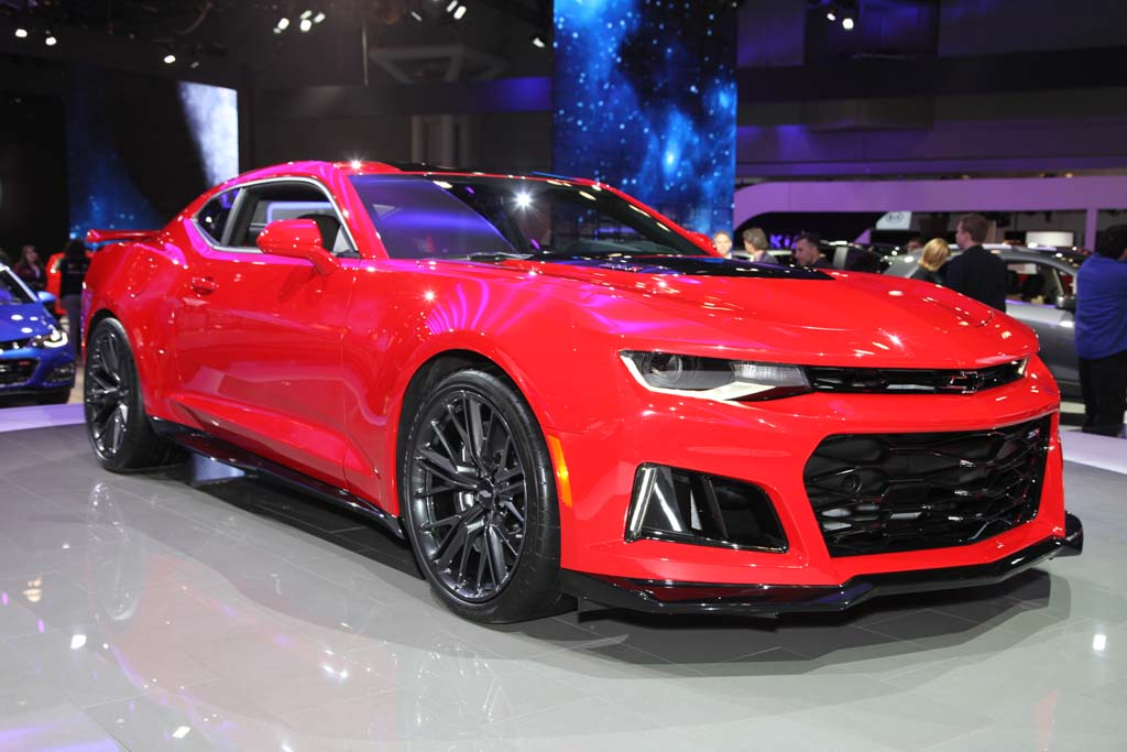 2017 Chevrolet Camaro ZL1: New York Auto Show - Video