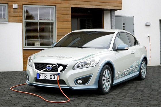 Volvo Adds Gas Engines to Electric Vehicles