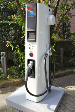 Nissan Developing 10-Minute Charge for Electric Cars featured image large thumb0