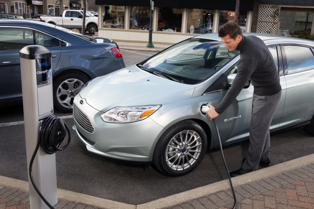 2012 Ford Focus Electric Begins Retail Life with Low-Key Deliveries