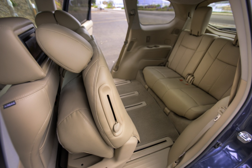 2013 Nissan Pathfinder Allows Easy Third-Row Access