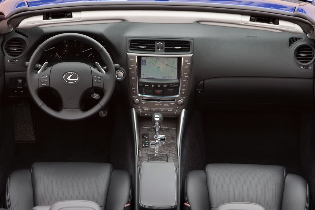 2013 Lexus IS Offers App Suite and HD Radio