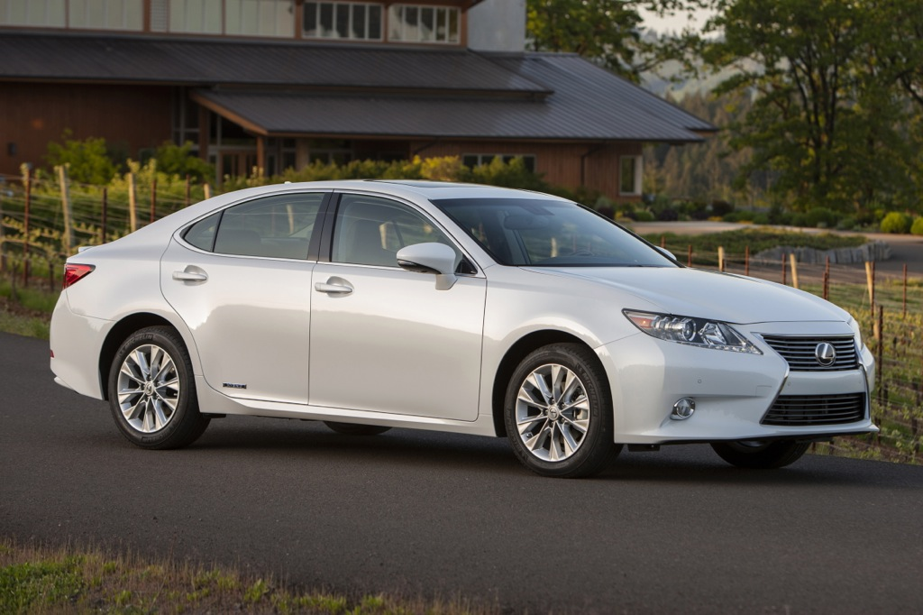 2013 Lexus ES 300h Hybrid Rated at 40 mpg