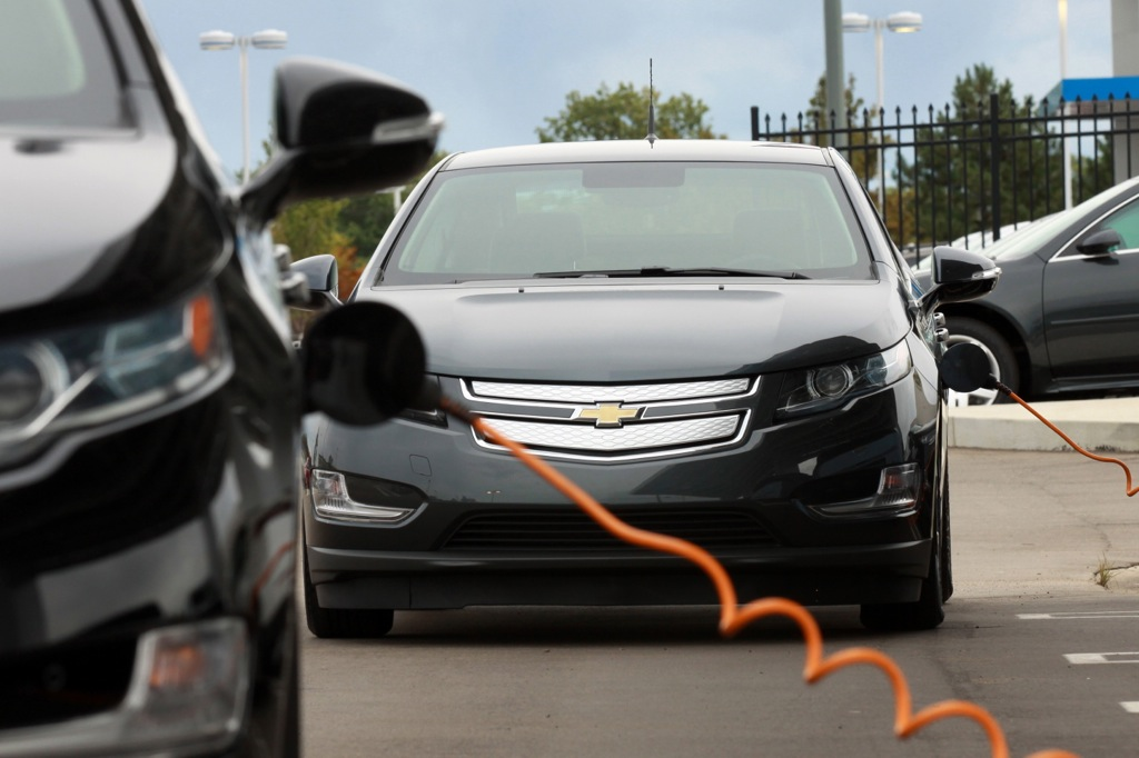 Plug-In Hybrid Buyers Should Consider Leasing