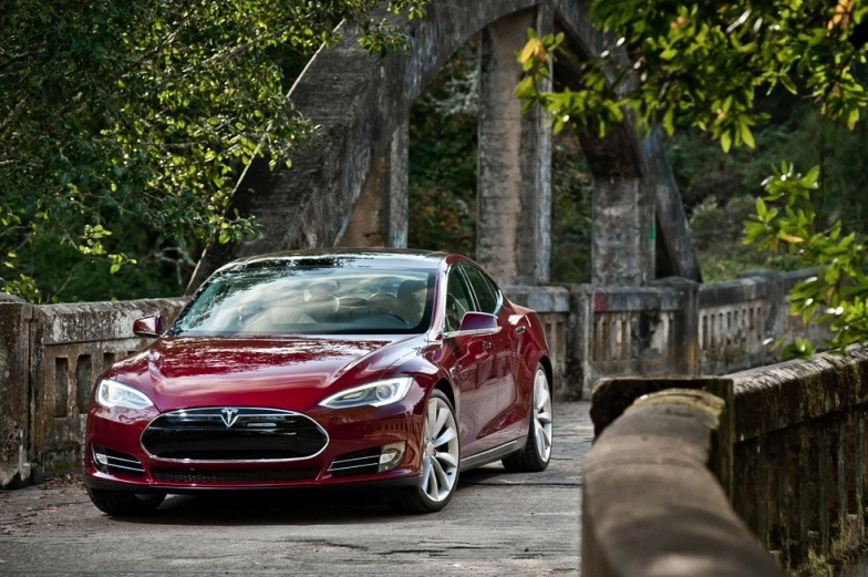 Tesla Model S Buyback Program Designed to Lure Roadster Owners