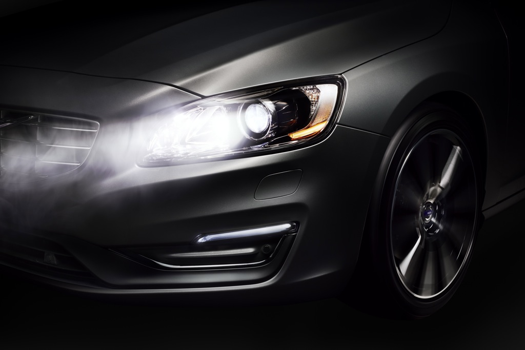 Volvo Active High Beam Control to Dim Lights for Drivers