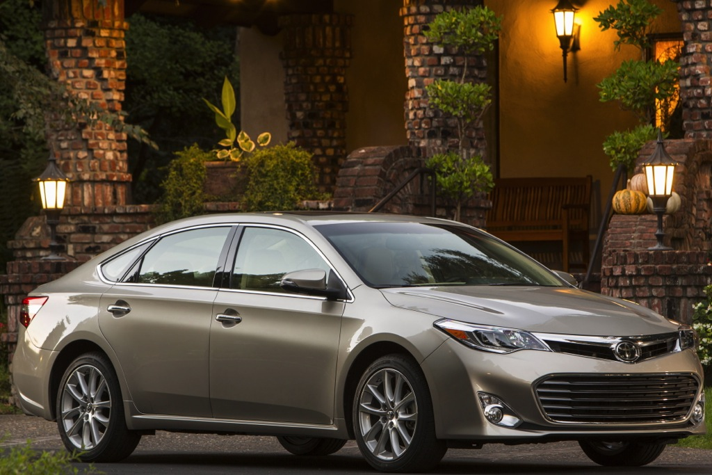 2013 Toyota Avalon Earns 5-Star Crash Test Rating