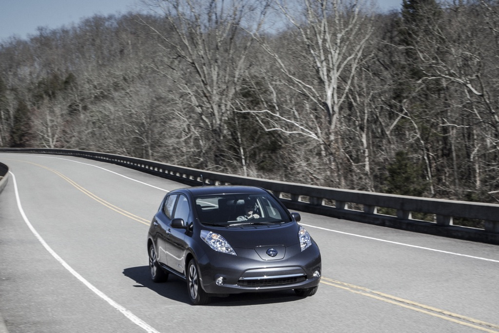 2013 Nissan LEAF Offers Improved Fuel Economy