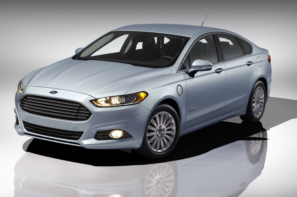 2013 Ford Fusion Energi Earns 5-Star Crash Test Rating