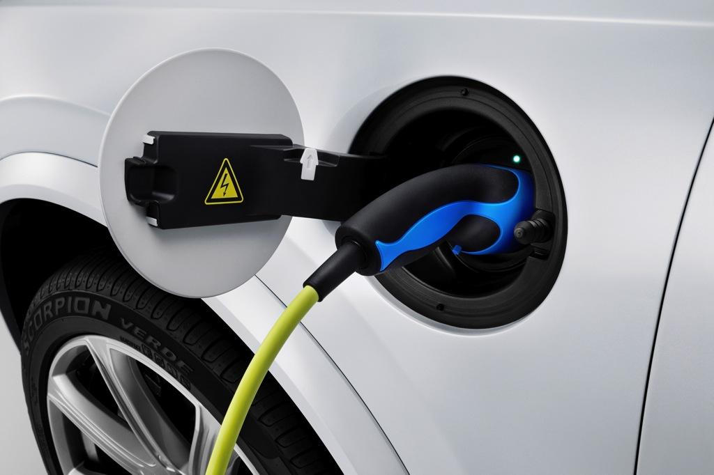 New Plug-in Hybrid Volvo XC90 Boasts 400 Horsepower