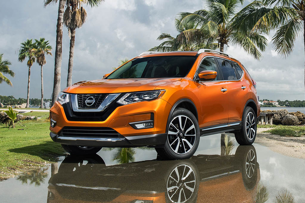 2017 Nissan Rogue Unveiled at the 2016 Miami International Auto Show