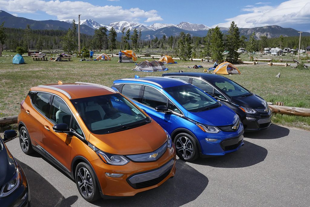 Will a Fleet of Chevy Bolt Cars Debut in 2018?