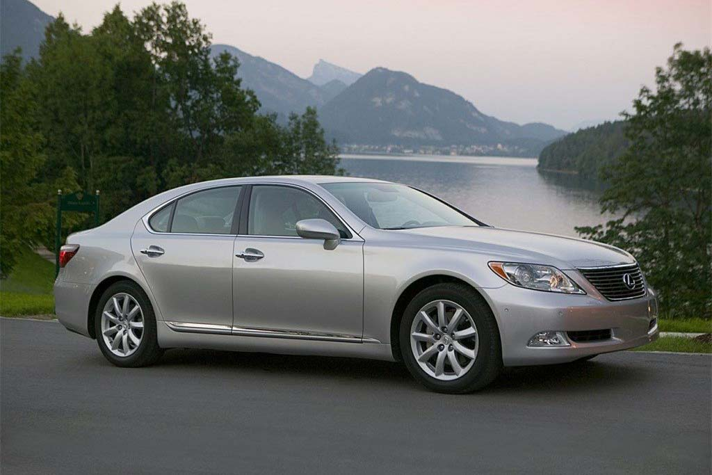 The Lexus LS 460 Is an Amazing Used Luxury-Car Deal
