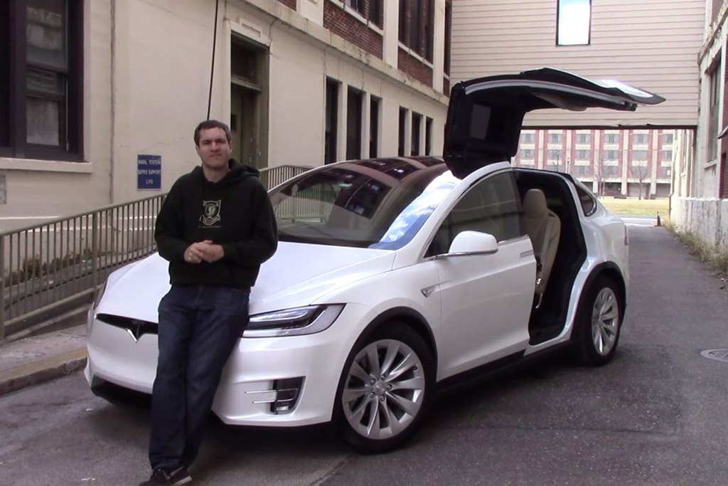 Here Are All the Weird Quirks and Features of the Tesla Model X