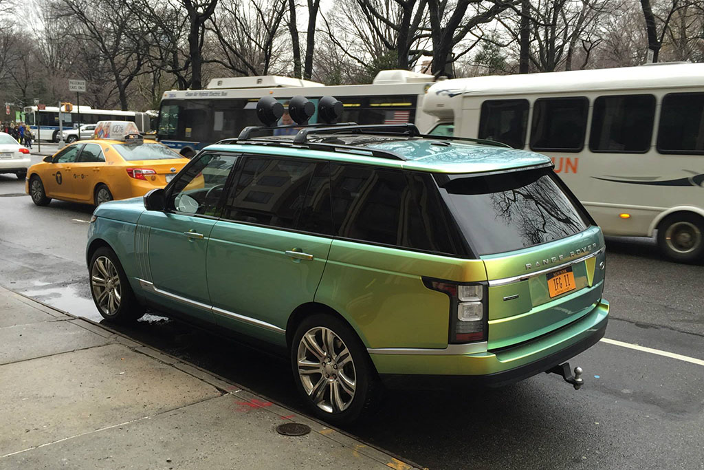 I Spotted This Range Rover With Color-Changing Paint