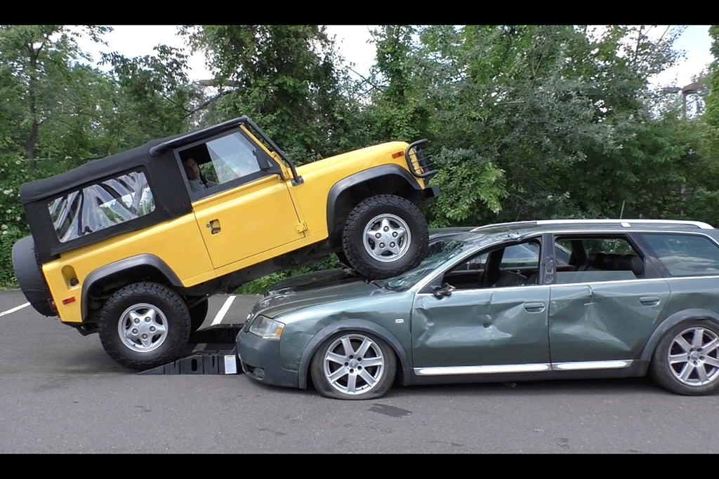 I Crushed an Audi allroad and a Kia With My Land Rover Defender