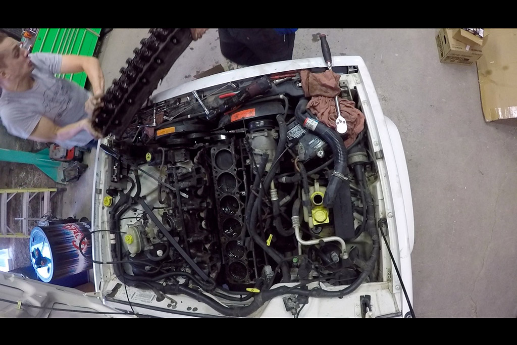 Here's a Look Inside the Engine of My 1998 Jeep Cherokee With 360,000 Miles