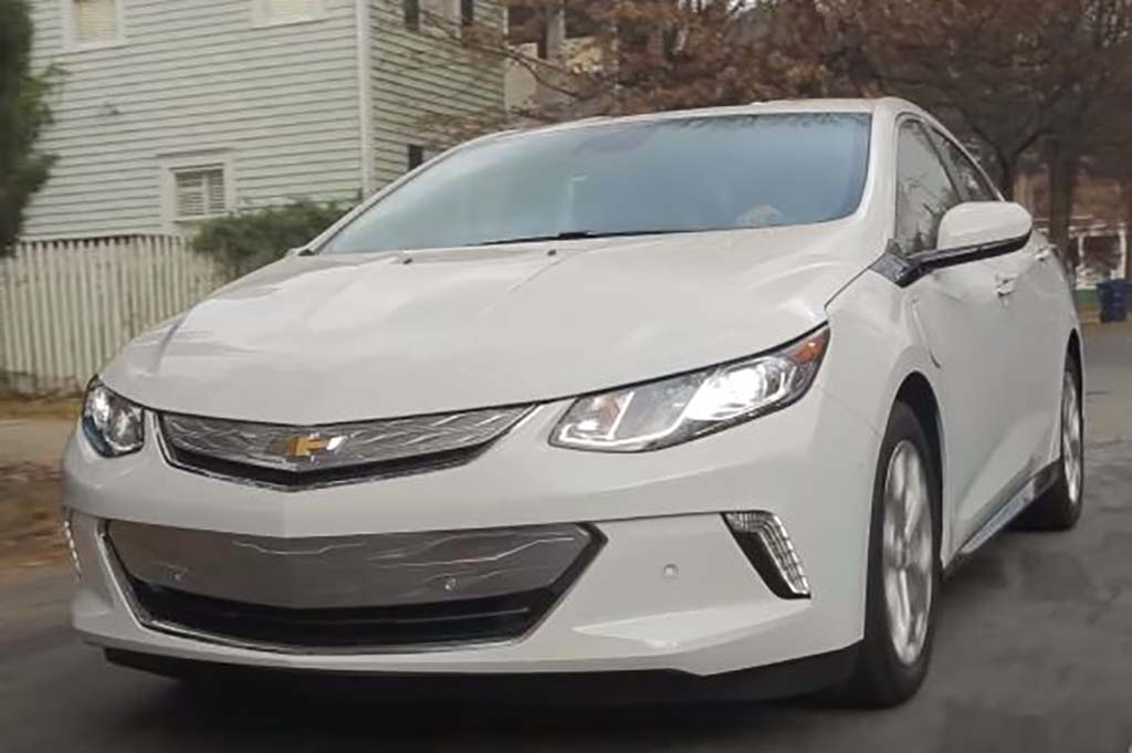 2016 Chevrolet Volt: Real World Review - Video