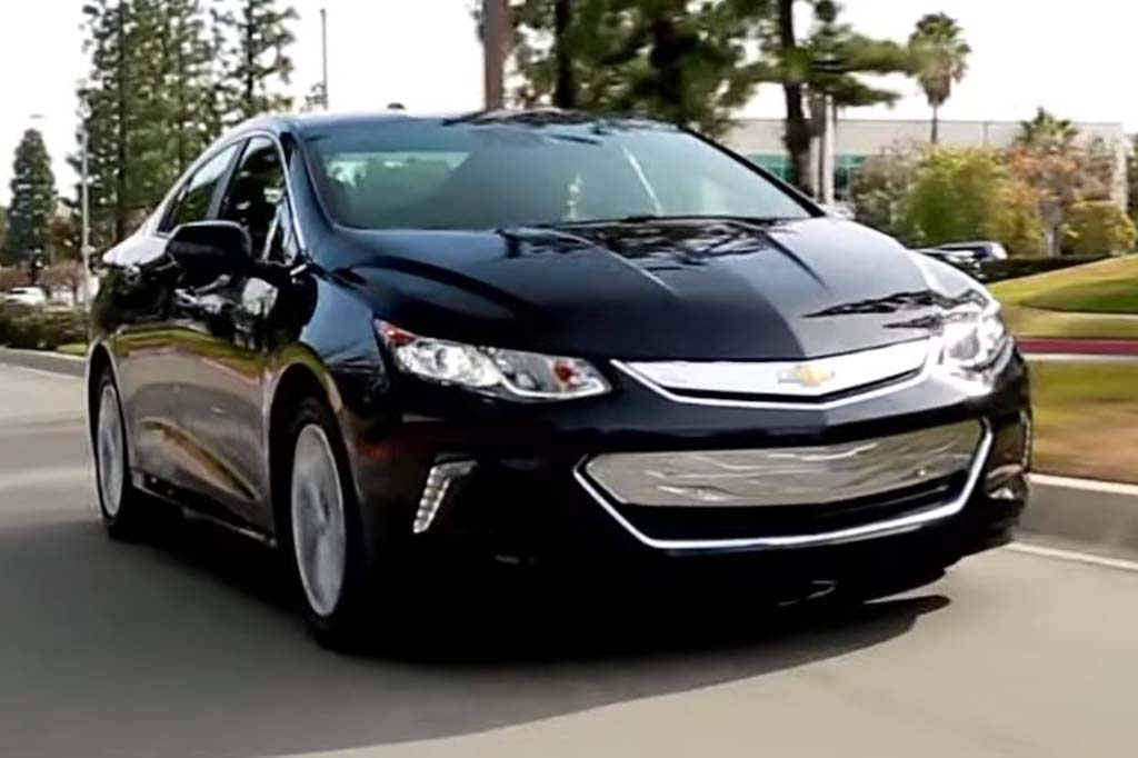 2016 Chevrolet Volt: 5 Reasons to Buy - Video