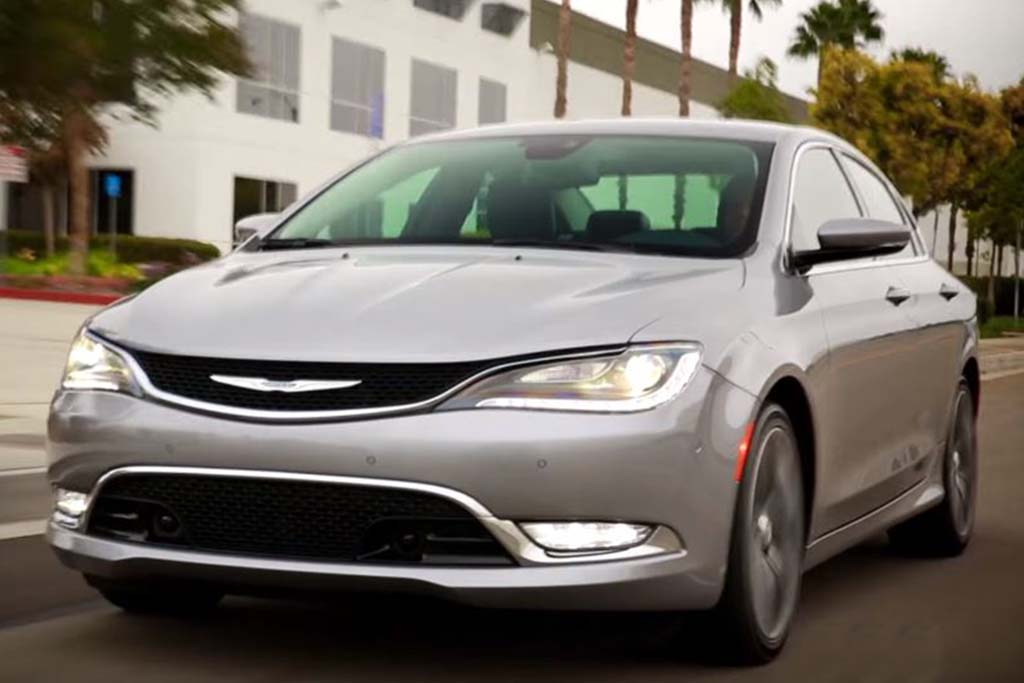 2016 Chrysler 200: 5 Reasons to Buy - Video