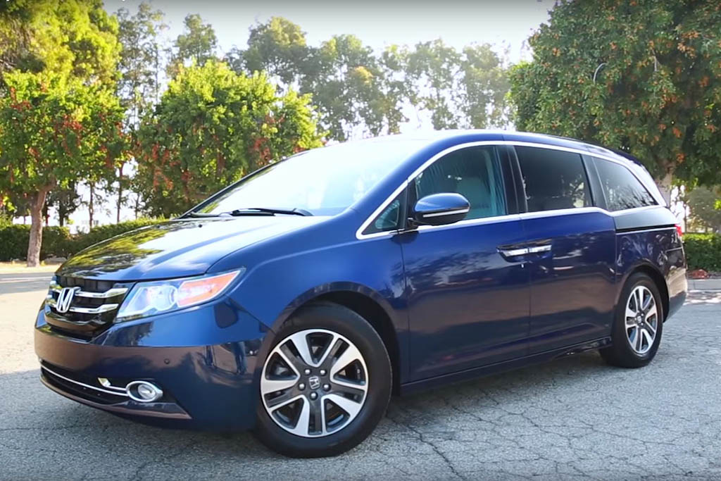 2016 Honda Odyssey: 5 Reasons to Buy - Video