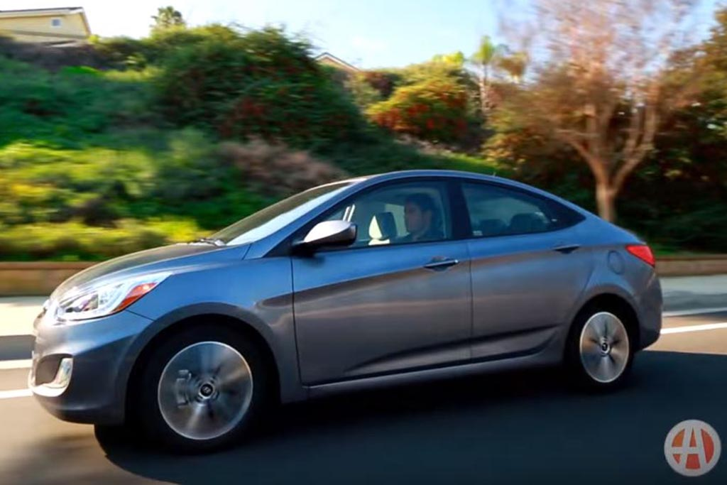 2016 Hyundai Accent: 5 Reasons to Buy - Video