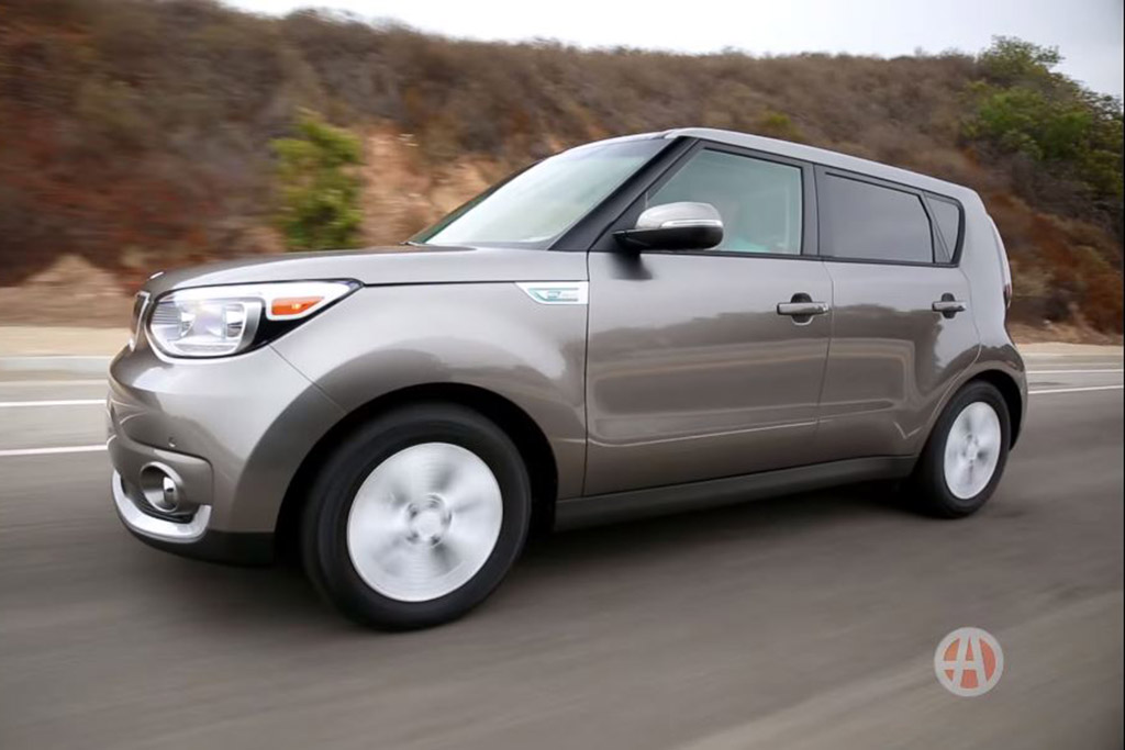 2016 Kia Soul EV: 5 Reasons to Buy - Video