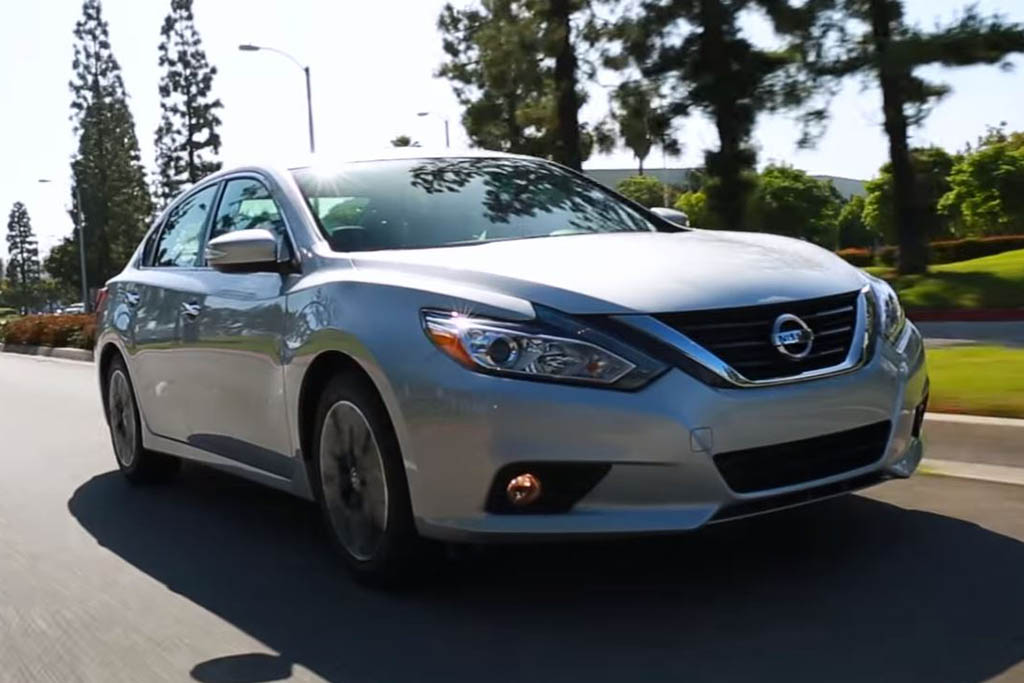 2016 Nissan Altima: 5 Reasons to Buy - Video