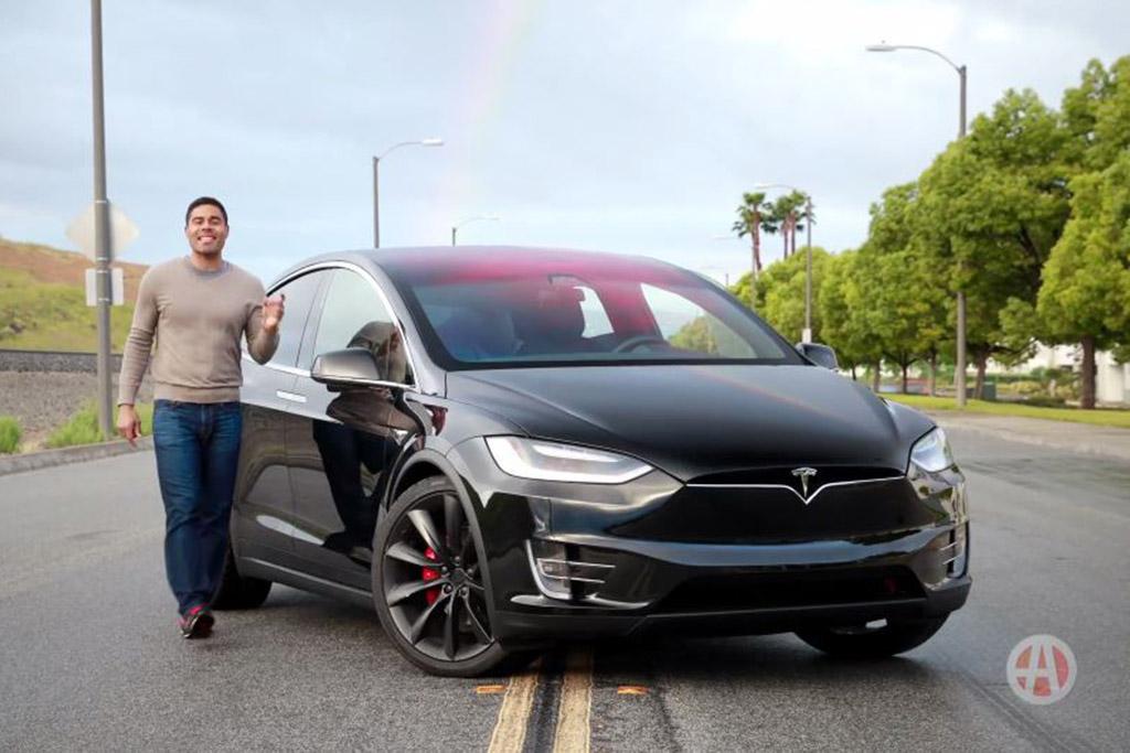 2017 Tesla Model X: 5 Reasons to Buy - Video