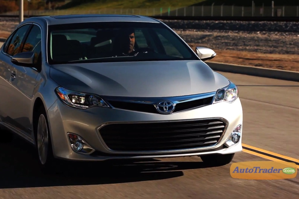 2013 Toyota Avalon Hybrid Limited: 5 Reasons to Buy