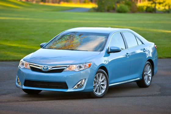 2012 Toyota Camry Hybrid: 5 Reasons to Buy featured image large thumb0