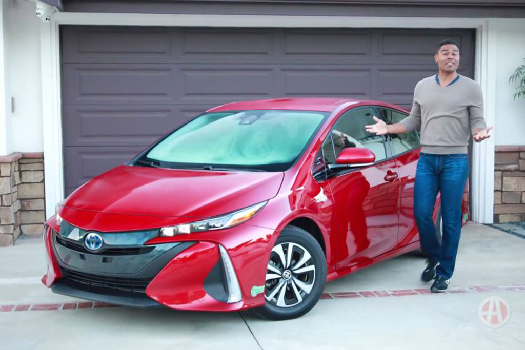2017 Toyota Prius Prime: 5 Reasons to Buy - Video