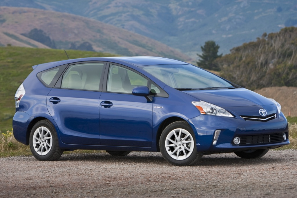 2012 Toyota Prius V: 5 Reasons to Buy - Video