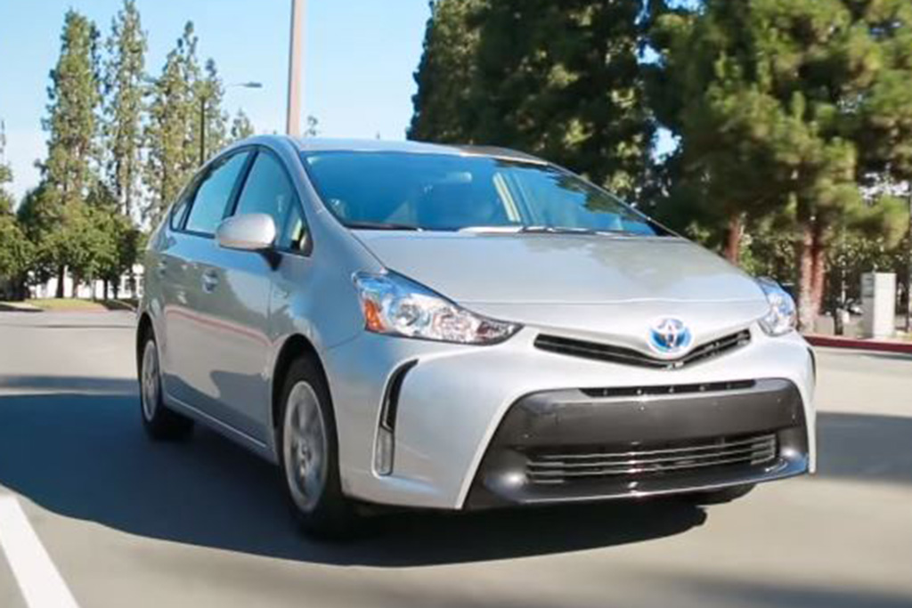 2016 Toyota Prius V: 5 Reasons to Buy - Video