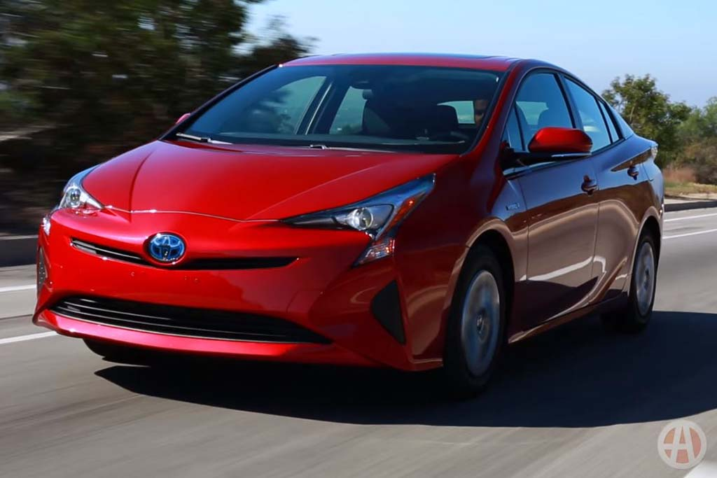 2016 Toyota Prius: 5 Reasons to Buy - Video