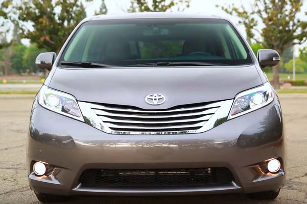 2016 Toyota Sienna: 5 Reasons to Buy - Video