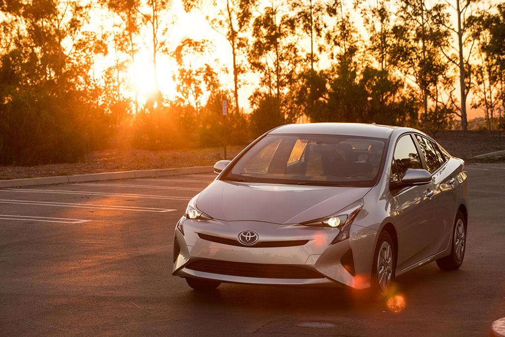 How Do Hybrid Cars Get Such Good Fuel Economy?