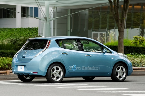 Back to the Future: First Drive of the All-Electric 2011 Nissan Leaf featured image large thumb4
