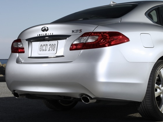 2011 Infiniti M37 - New Car Review featured image large thumb18