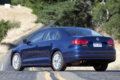 2011 Volkswagen Jetta Sedan - New Car Review featured image large thumb16