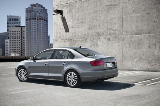 2011 Volkswagen Jetta Sedan - New Car Review featured image large thumb18