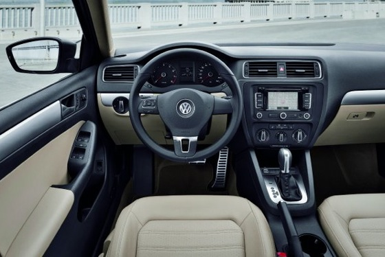 2011 Volkswagen Jetta Sedan - New Car Review featured image large thumb19