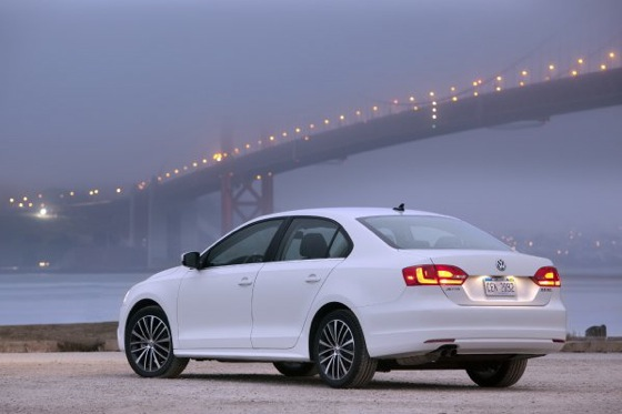 2011 Volkswagen Jetta Sedan - New Car Review featured image large thumb2